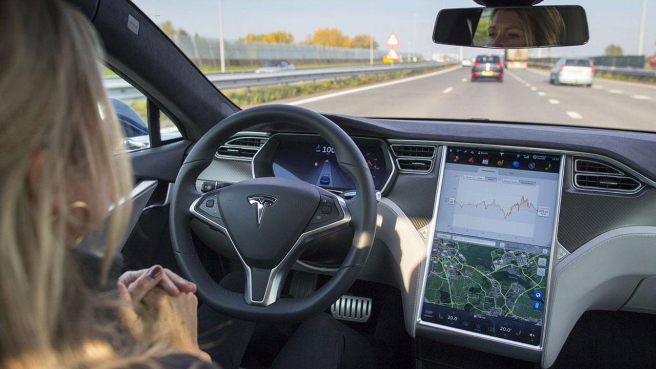 """Tesla'nın tam otonom sürüş testi endişe verdiTesla'nın """"Tam Kendi Kendine Sürüş"""" Beta yazılımı halka açık caddelerde kullanılabilir durumda. Şirket…"""